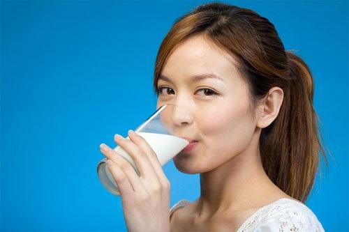 Uống một ly sữa vào thời điểm này còn tốt hơn dùng nhân sâm, thuốc bổ - Ảnh 1