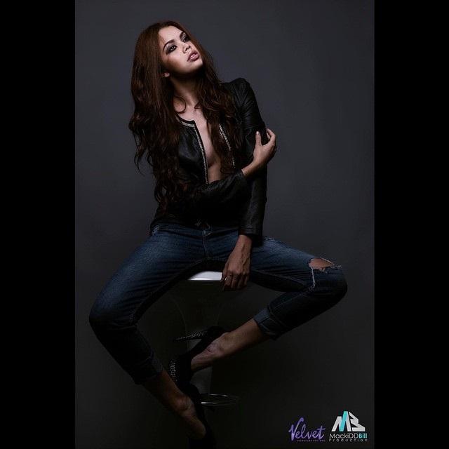 Tiếc nuối hình ảnh xinh đẹp của mẫu nữ 19 tuổi chết lõa thể - Ảnh 2