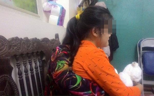 Mẹ bé 12 tuổi bị thiểu năng ở Bắc Giang tố cáo hàng xóm rủ con chơi trò con mèo để xâm hại - Ảnh 1