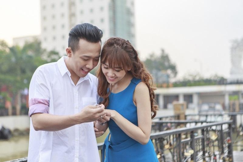 Hariwon tung ảnh cực lãng mạn bên ông xã Trấn Thành trong MV mới - Ảnh 1