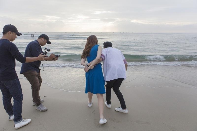 Hariwon tung ảnh cực lãng mạn bên ông xã Trấn Thành trong MV mới - Ảnh 2