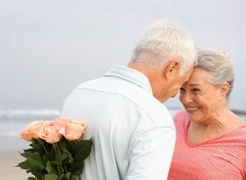 Tình dục phụ thuộc nhiều vào văn hóa tình dục và sức khỏe hơn là tuổi tác.