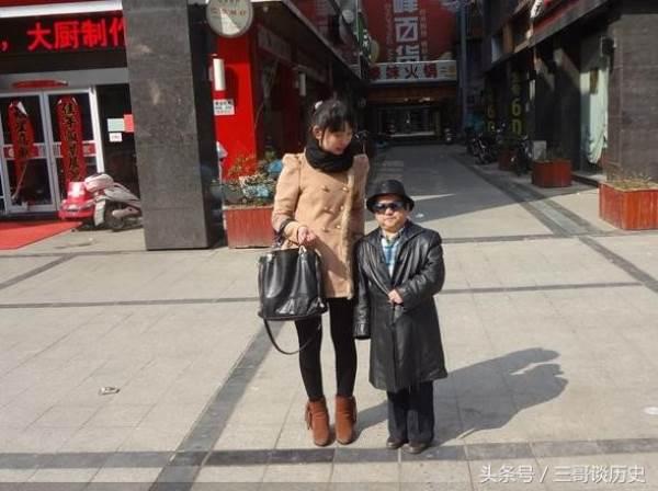 Sốc: Tài tử lùn nhất Trung Quốc tự hào khi có 4 vợ trẻ đẹp - Ảnh 2