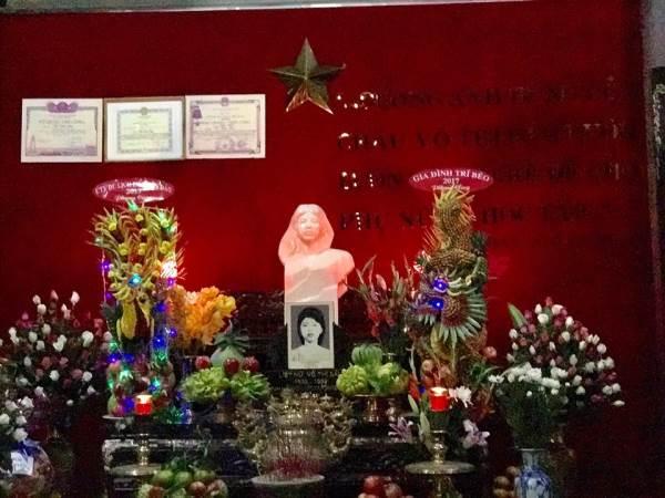 Nhiều nghệ sĩ Việt viếng thăm mộ Anh hùng Võ Thị Sáu - Ảnh 2