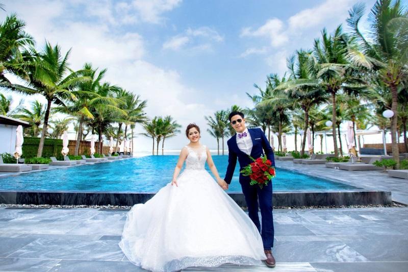Vừa lãnh 250 triệu đồng, 'Hot boy trà sữa' dẫn 'vợ mập' ra Đà Nẵng chụp ảnh cưới hoành tráng thế này - Ảnh 1