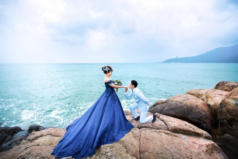 Vừa lãnh 250 triệu đồng, 'Hot boy trà sữa' dẫn 'vợ mập' ra Đà Nẵng chụp ảnh cưới hoành tráng thế này - Ảnh 2