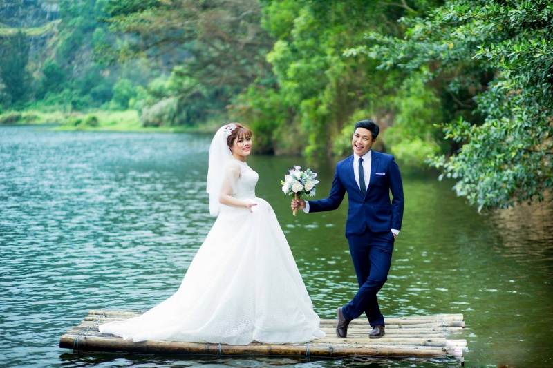 Vừa lãnh 250 triệu đồng, 'Hot boy trà sữa' dẫn 'vợ mập' ra Đà Nẵng chụp ảnh cưới hoành tráng thế này - Ảnh 3