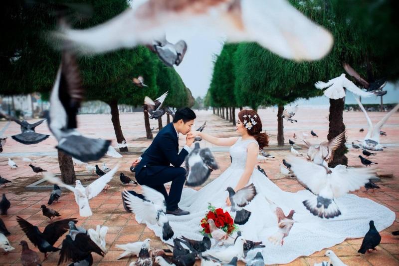 Vừa lãnh 250 triệu đồng, 'Hot boy trà sữa' dẫn 'vợ mập' ra Đà Nẵng chụp ảnh cưới hoành tráng thế này - Ảnh 4