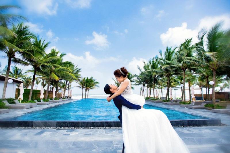 Vừa lãnh 250 triệu đồng, 'Hot boy trà sữa' dẫn 'vợ mập' ra Đà Nẵng chụp ảnh cưới hoành tráng thế này - Ảnh 5