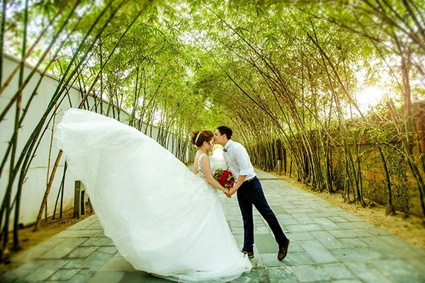 Vừa lãnh 250 triệu đồng, 'Hot boy trà sữa' dẫn 'vợ mập' ra Đà Nẵng chụp ảnh cưới hoành tráng thế này - Ảnh 13
