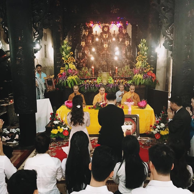 Vợ 9X MC Thành Trung thề nguyện ước trọn đời bên chồng tại chùa - Ảnh 1