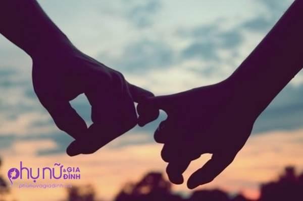 Chỉ cần nhìn cách nắm tay của chồng, biết ngay anh ấy có yêu bạn nhiều hay không - Ảnh 1