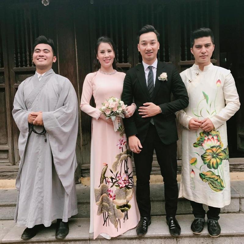 Vợ 9X MC Thành Trung thề nguyện ước trọn đời bên chồng tại chùa - Ảnh 2