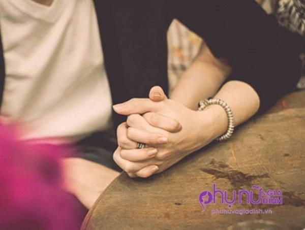 Chỉ cần nhìn cách nắm tay của chồng, biết ngay anh ấy có yêu bạn nhiều hay không - Ảnh 3