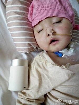 Quấy khóc khi mẹ và nhân tình đang 'mây mưa', bé gái 1 tuổi bị đánh đến hôn mê - Ảnh 1