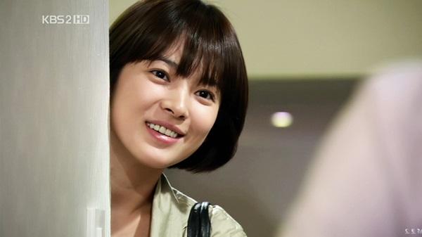 Song Hye Kyo đẹp sang trọng nổi bật với tóc mái thưa Hàn Quốc