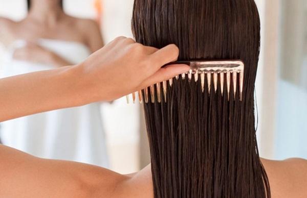 Không nên chải tóc ngay sau khi gội đầu