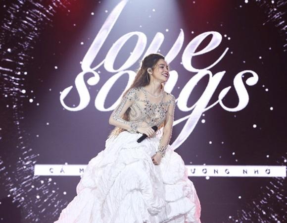 """Hồ Ngọc Hà trong tour diễn """"Love Songs"""". Ảnh: internet"""