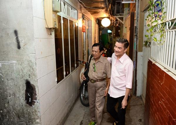 Mr.Đàm từng giúp Vinh Sử xây lại nhà thông qua chương trình