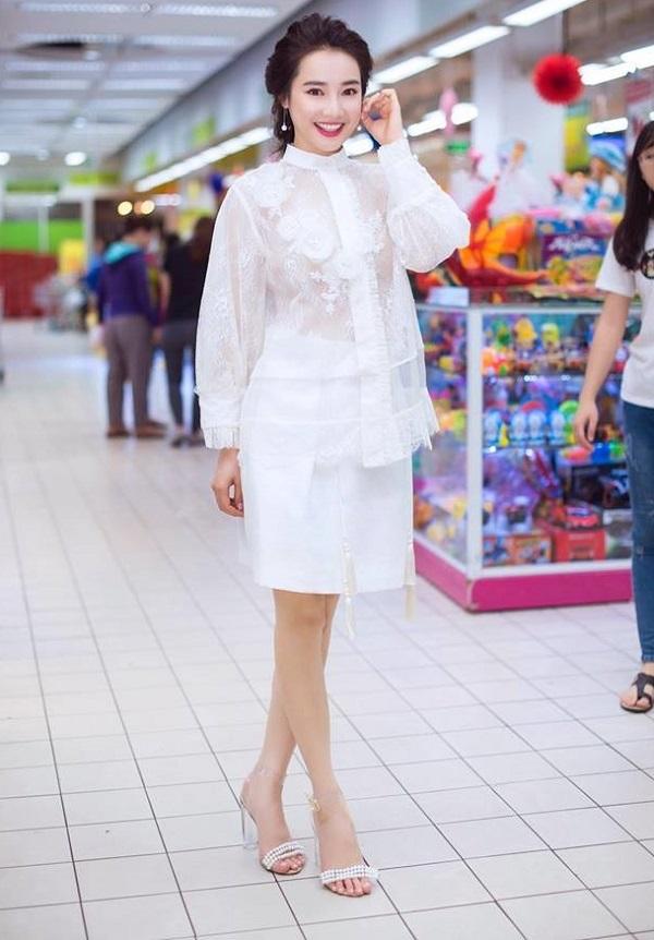 Sau nghi án chia tay Trường Giang, Nhã Phương hóa 'ngọc nữ' giáng trần - Ảnh 7
