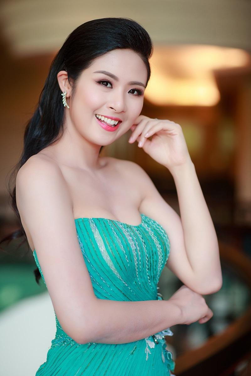 """Hoa hậu nào chiến thắng trong cuộc chiến """"vòng 1 nở nang nhất""""? - Ảnh 7"""
