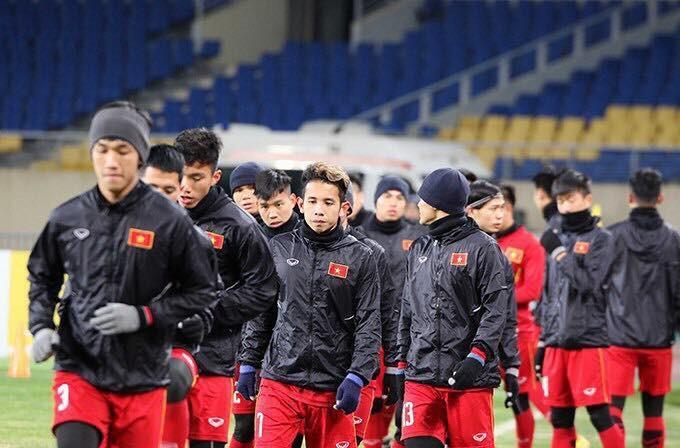 Cầu thủ U23 Việt Nam cũng đắp mặt nạ, bán mỹ phẩm online - Ảnh 1