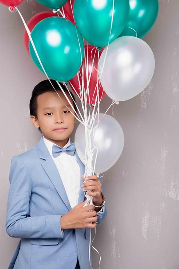 Mới được Phi Nhung nhận nuôi 3 tháng, Hồ Văn Cường đã trở thành cậu bé như thế này - Ảnh 7