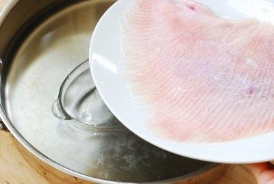 Học người Hàn cách làm món cá hấp thơm nức cực ngon - Ảnh 3