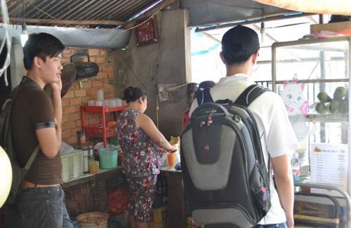 1001 kiểu chặt chém khách du lịch: 3 cửa hàng đất Sài thành muốn ăn phải nghe chửi - Ảnh 1