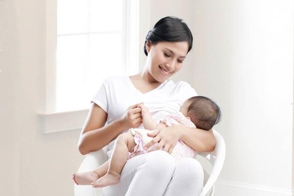 3 hướng dẫn cần thiết cho mẹ và bé sau sinh 1 tháng - Ảnh 1