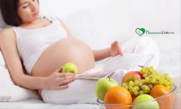 Bà mẹ trong giai đoạn 3 tháng đầu mang thai nên ăn uống gì - Ảnh 1