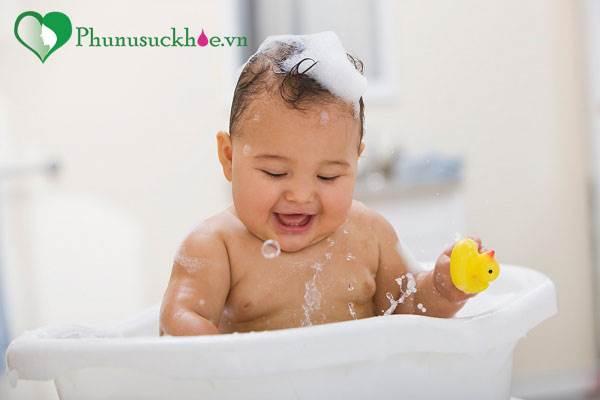 Bạn đã tắm cho trẻ đúng cách? - Ảnh 1
