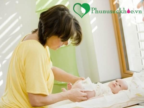 Mách mẹ cách xem chất thải, đoán bệnh của con - Ảnh 1
