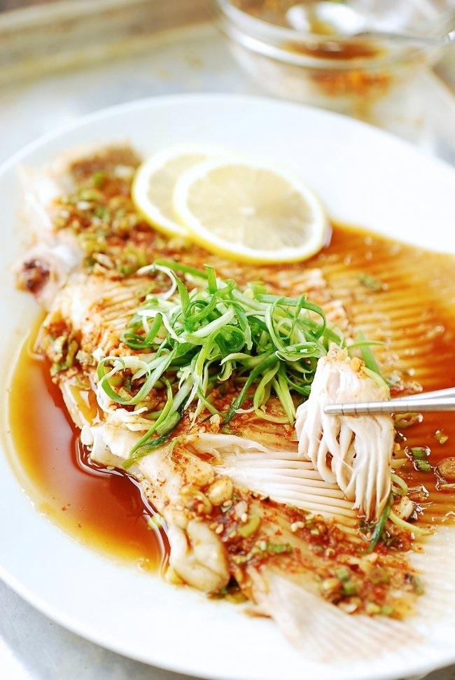 Học người Hàn cách làm món cá hấp thơm nức cực ngon - Ảnh 5