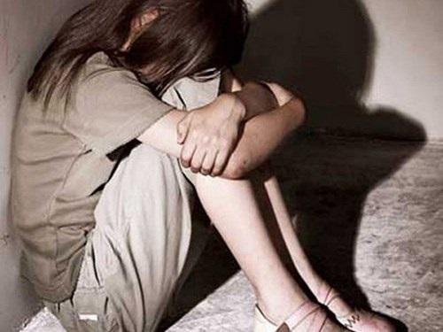 Nghi án bé gái 8 tuổi nhiều lần bị gã hàng xóm 'khám người' - Ảnh 1