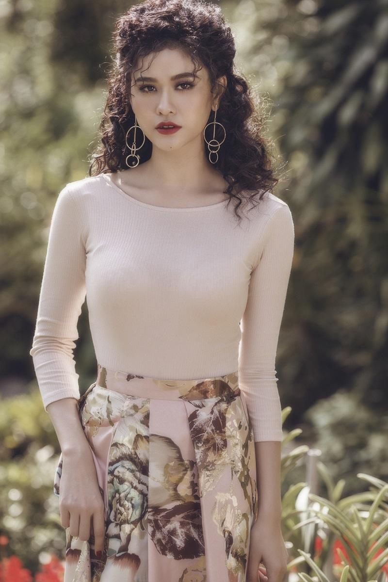 Trương Quỳnh Anh đẹp 'hút hồn' trong bộ ảnh mới - Ảnh 1