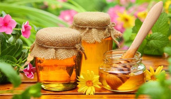 Làm tóc đẹp tự nhiên mềm mại với mật ong đơn giản vô cùng