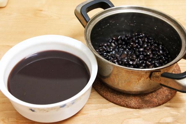 Nấu nước đậu đen xanh lòng giải nhiệt, mát gan, đẹp da
