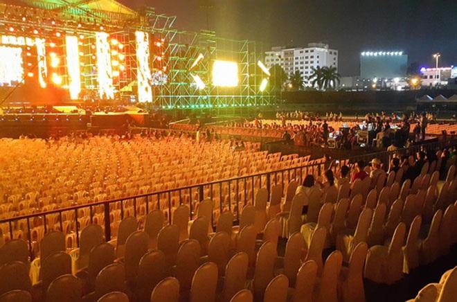 Festival 20 năm Làn sóng xanh vắng khán giả, nghệ sỹ danh tiếng mất hút - Ảnh 1