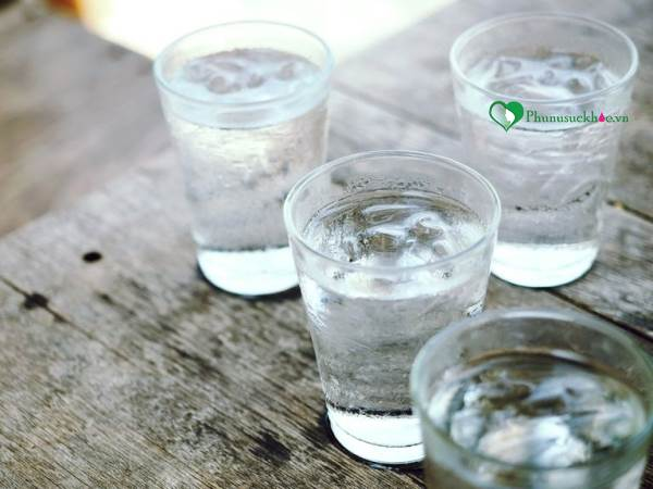 Đây là lý do bạn nên uống nhiều nước, nếu muốn 'chuyện ấy' tốt hơn - Ảnh 2