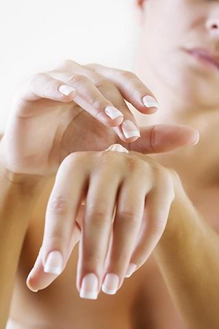 4 mẹo chăm sóc da tay hữu ích vào mùa đông - Ảnh 3