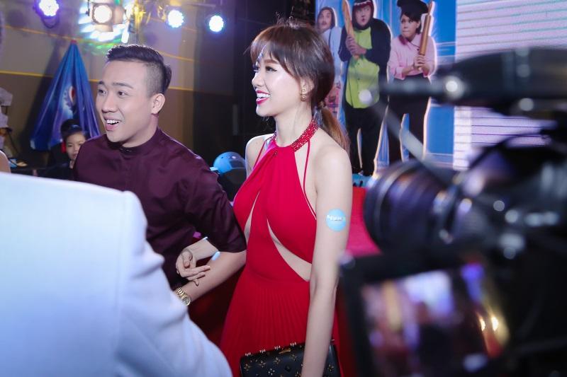 Hari Won diện nguyên set đồ hiệu đắt đỏ dự sự kiện cùng Trấn Thành - Ảnh 2