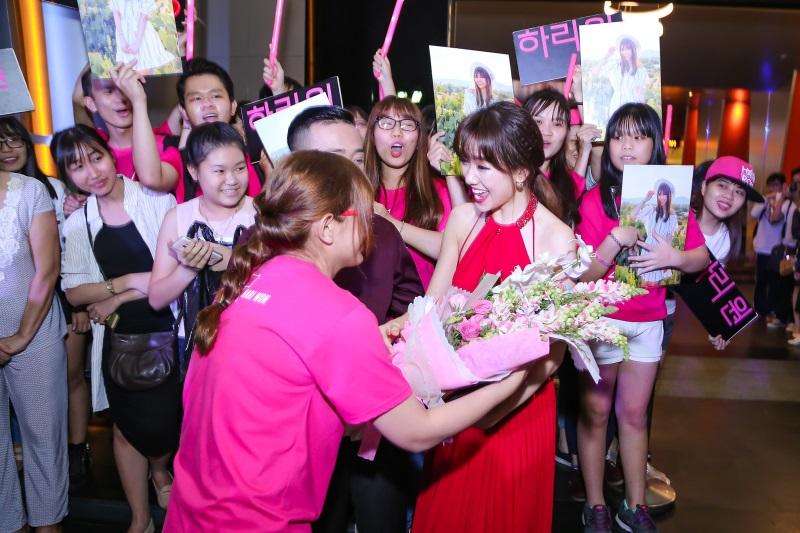 Hari Won diện nguyên set đồ hiệu đắt đỏ dự sự kiện cùng Trấn Thành - Ảnh 5