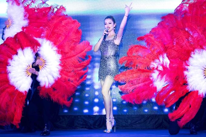 Bất ngờ trước khả năng vũ đạo điêu luyện và giọng hát tuyệt vời của Jennifer Phạm - Ảnh 2