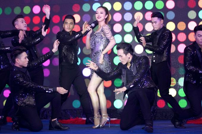 Bất ngờ trước khả năng vũ đạo điêu luyện và giọng hát tuyệt vời của Jennifer Phạm - Ảnh 4