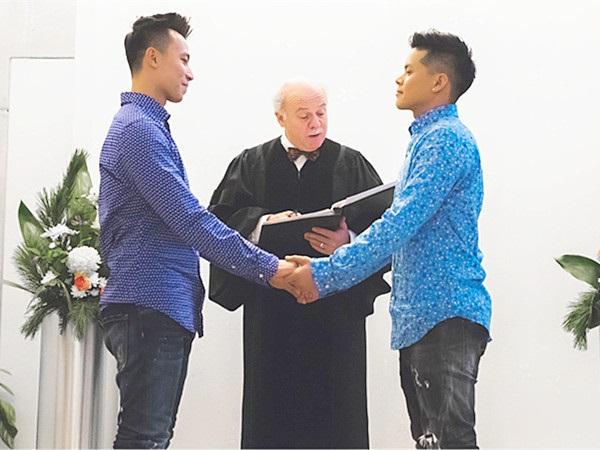 John Huy Trần kết hôn với bạn trai sau 8 năm yêu nhau - Ảnh 4