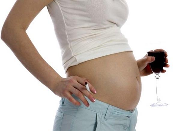 Khói thuốc lá ảnh hưởng đến phụ nữ mang thai như thế nào? - Ảnh 1