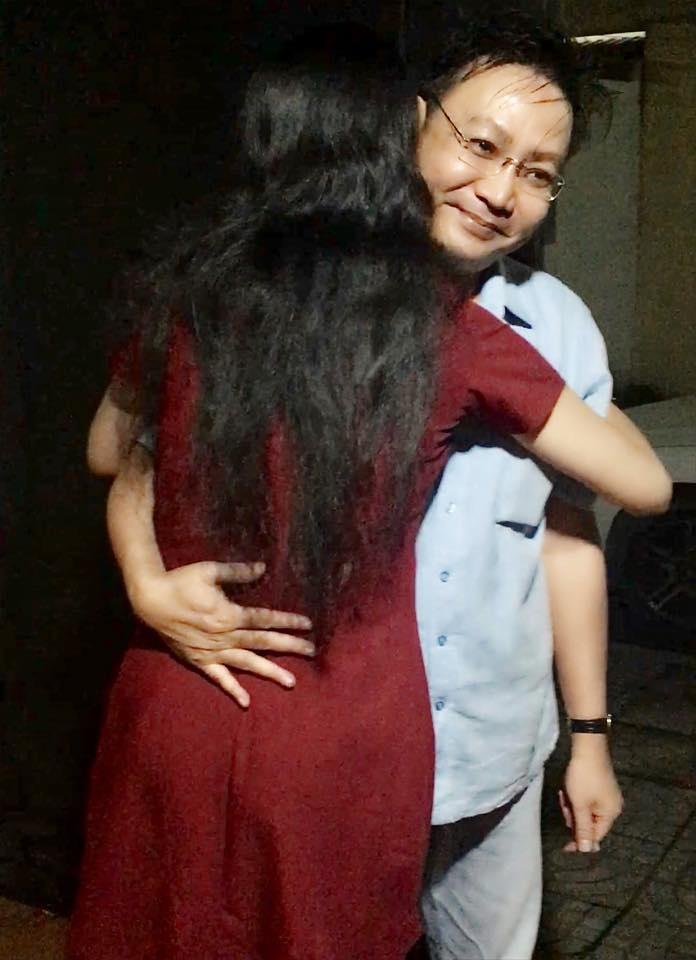 Á hậu Trịnh Kim Chi bất ngờ được chồng tặng điện thoại Iphone X