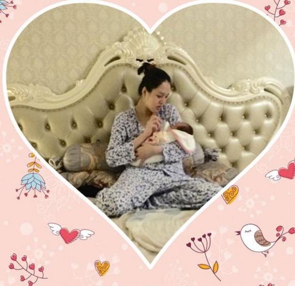 <a target='_blank' href='https://www.phunuvagiadinh.vn/a-hau-hoang-anh.topic'>Á hậu Hoàng Anh</a> sinh con gái đầu lòng nặng 3 kg