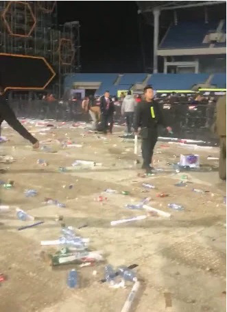 Hà Nội: Sốc với cảnh giới trẻ mặc quần lót, áo ngực đi xem ca nhạc tại sân vận động Mỹ Đình - Ảnh 8